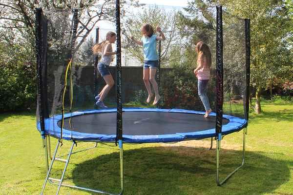 Trampoline-Shapes-Rectangular-Trampoline-vs-round-vs-oval-trampoline