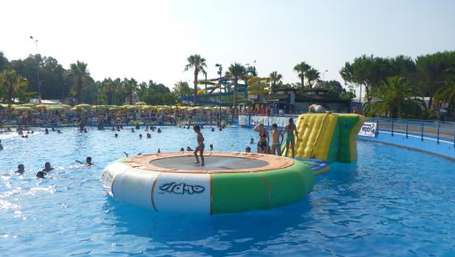 Water-trampoline-for-pool-or-for-lake