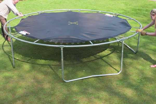 How-To-Disassemble-a-Trampoline
