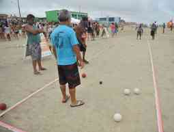 how-do-you-play-bocce-ball-on-the-beach