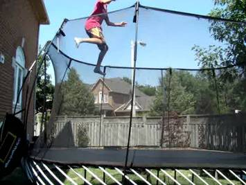 how-to-double-bounce-yourself-on-a-trampoline