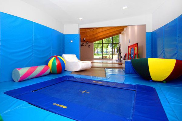 How to Build a Trampoline Room in House (and Low Cost)