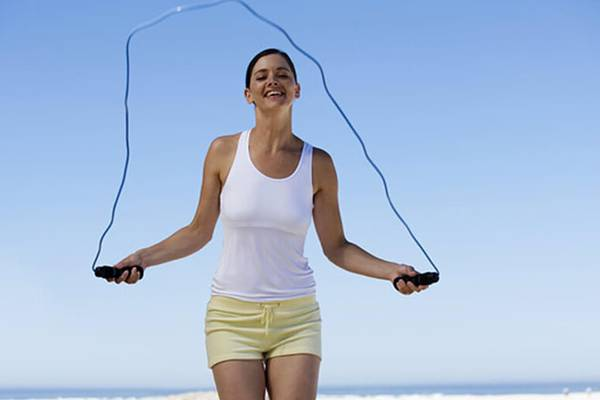 Can-you-jump-rope-on-a-trampoline-Tips-How-to-skip-rope