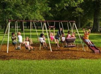 Swing-Set-For-Small-Yards-Flexible-Flyer-World-Of-Fun-Swing-Set